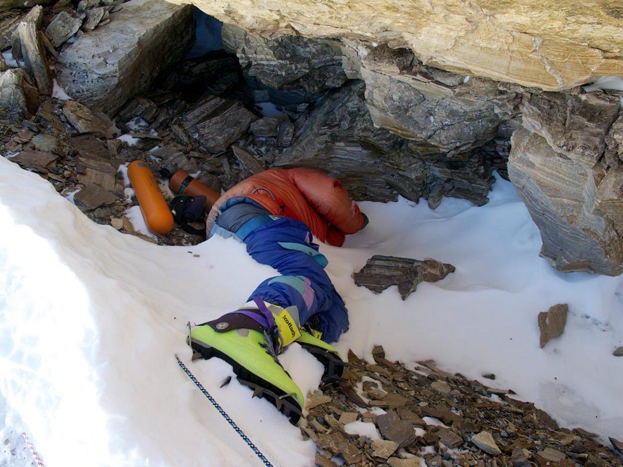 Труп альпиниста в зелёных ботинках на Эвересте