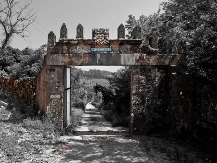 Ворота ведущие в дом Кинта-да-жункоса