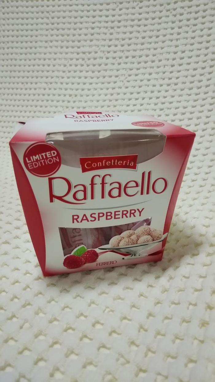 Упаковка малиновых Раффаэлло