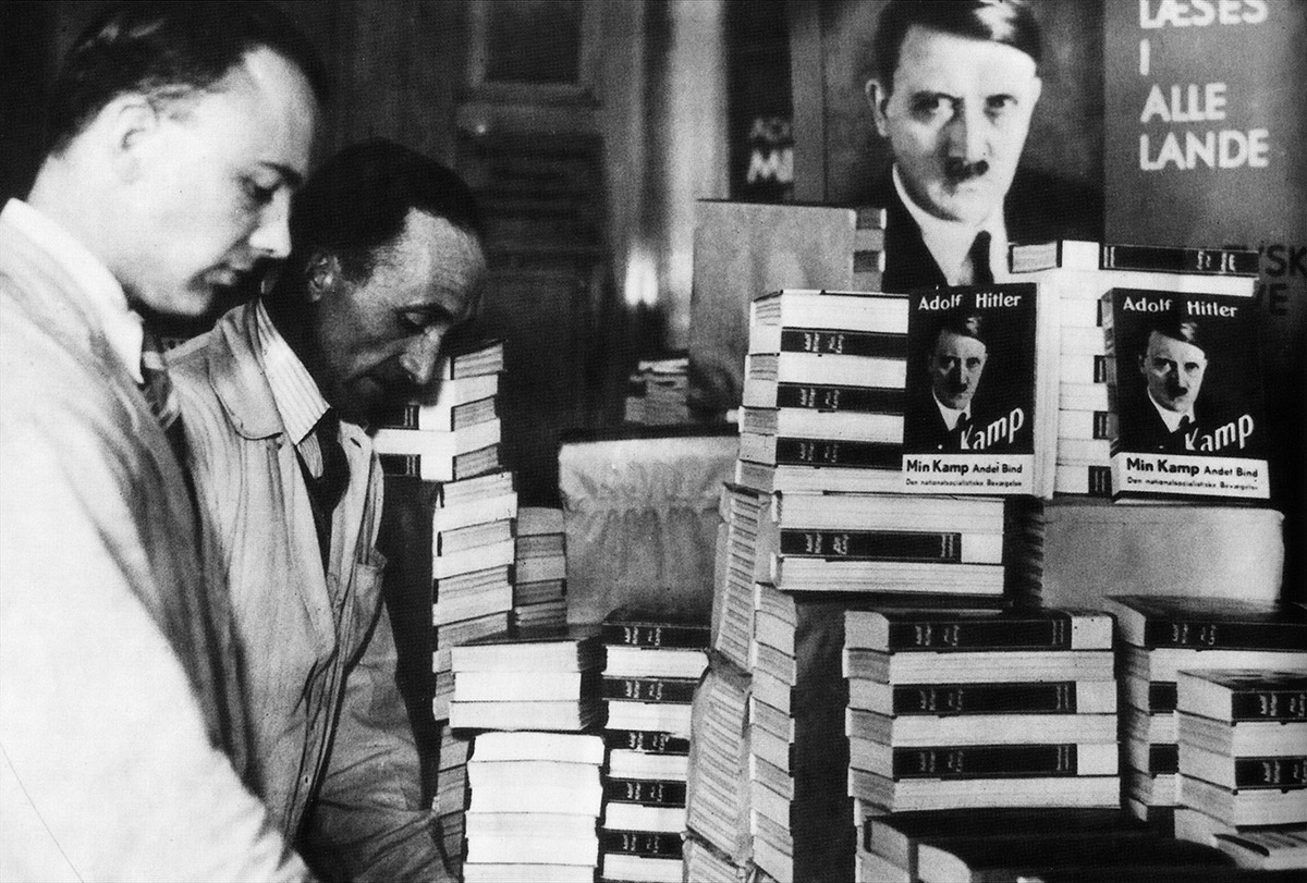 Адольф Гитлер и его книги «Майн кампф»
