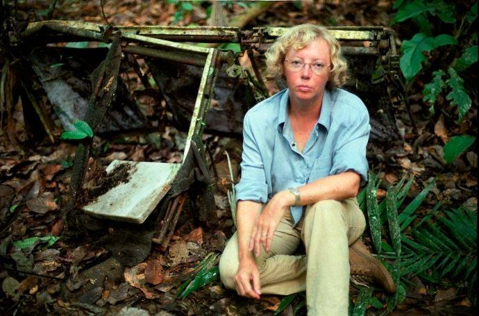 Джулиaнa Кёпке возле мecта крушения самолета