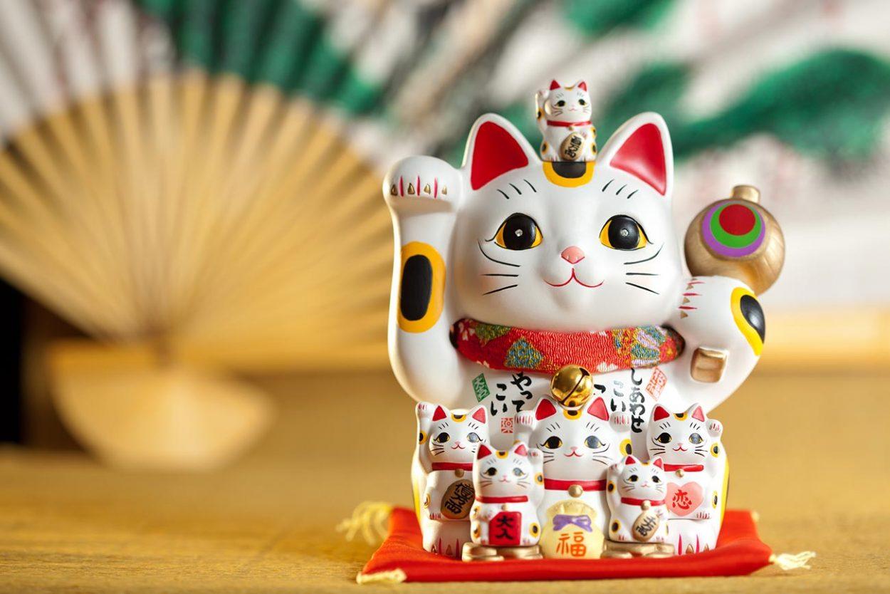 Японский талисман удачи «Манэки-нэко»