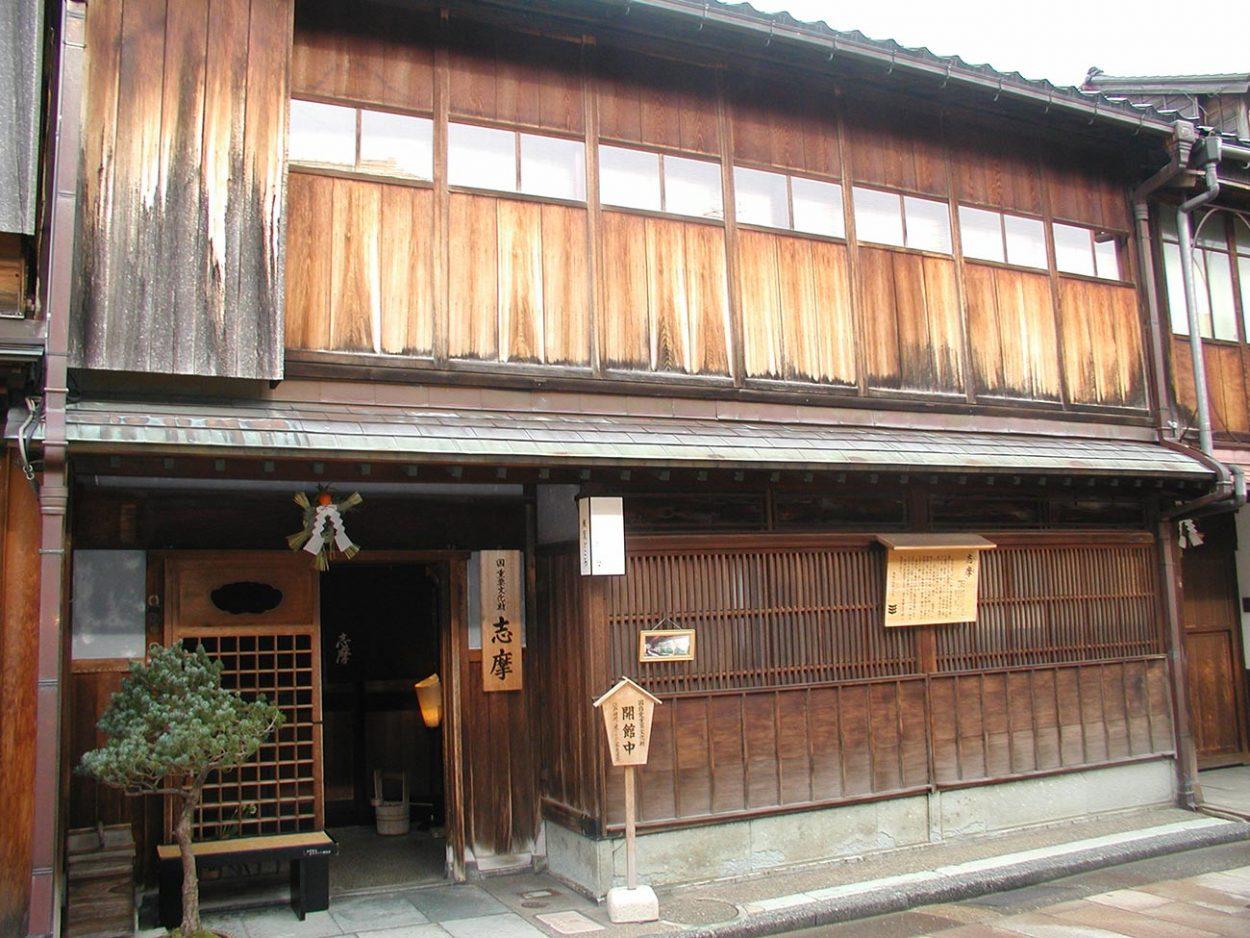 Окия (дом), где проживают гейши в Канадзаве, Япония