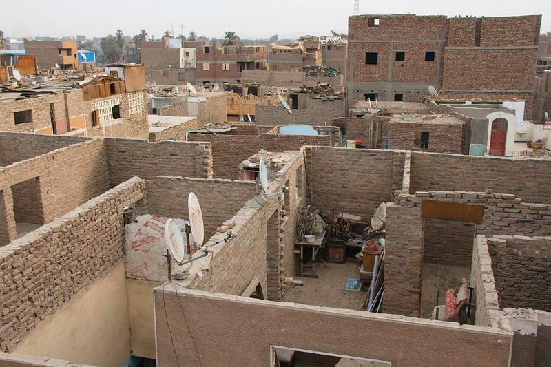 Почему египтяне строят дома без крыш?