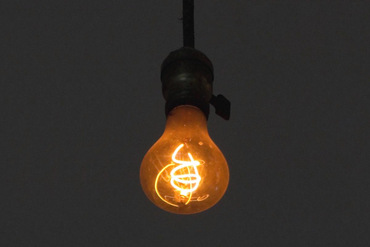 Столетняя лампа непрерывно горит с1901 года