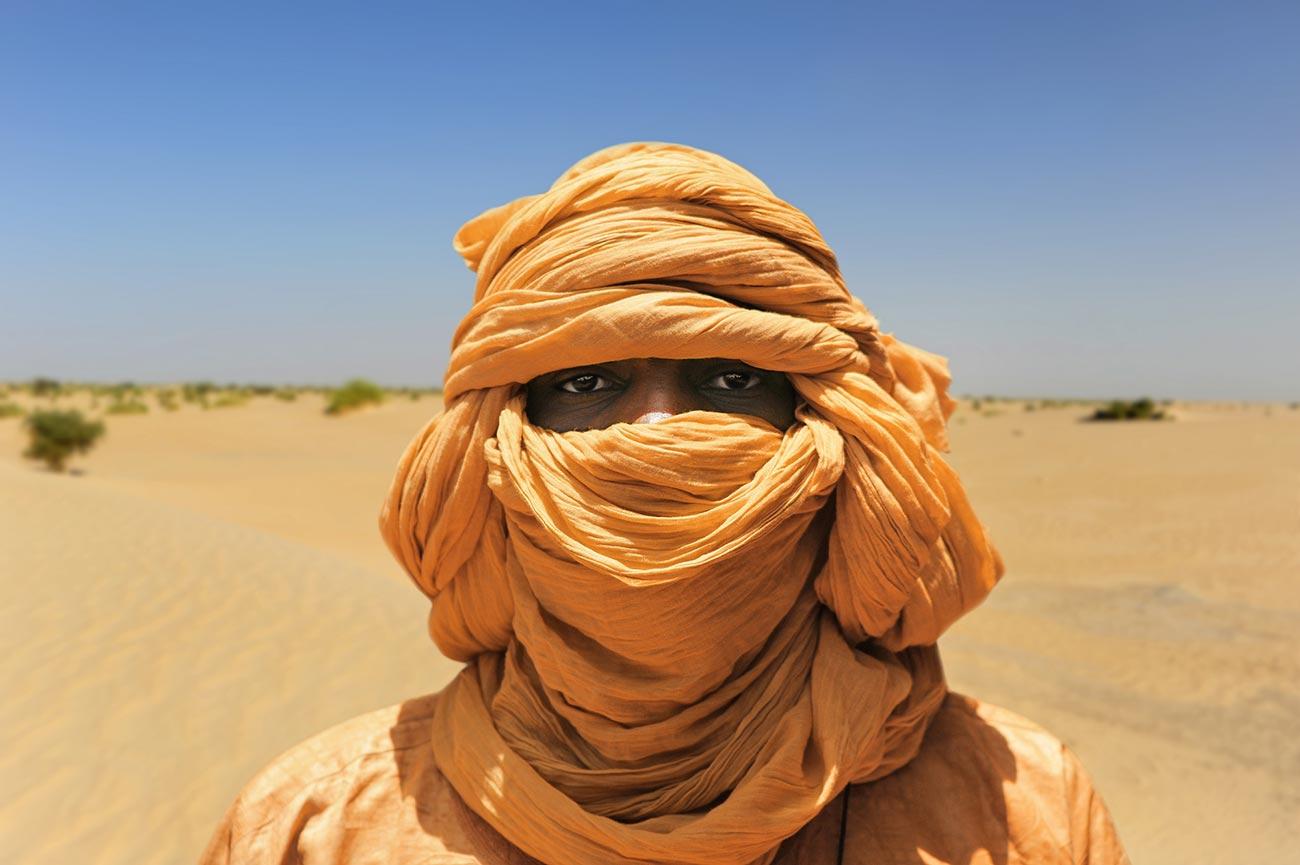 Утуарегов мужчины носят платки, закрывающие лицо, анеженщины