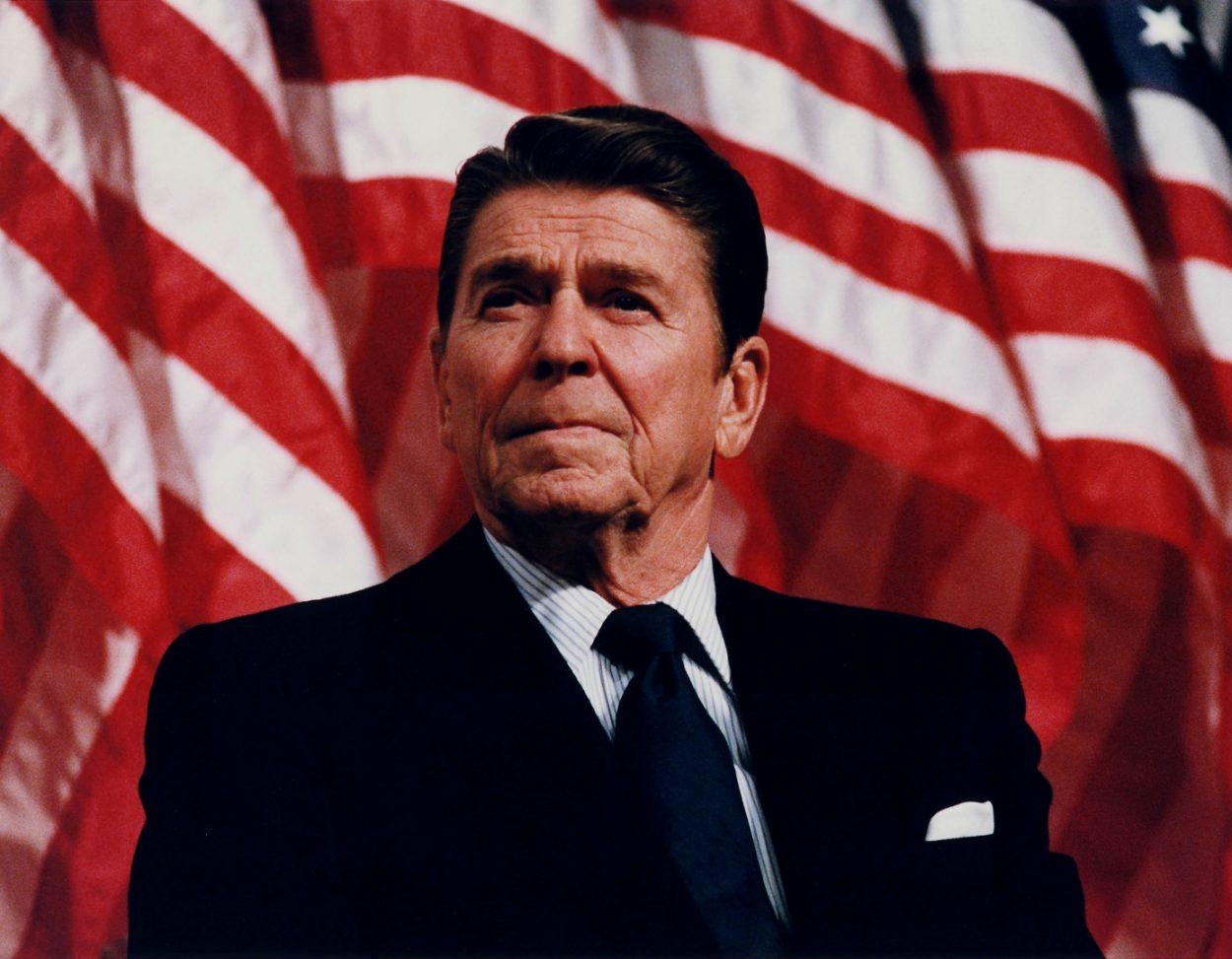 Впечатляющая реакция Рейгана налопнувший шарик
