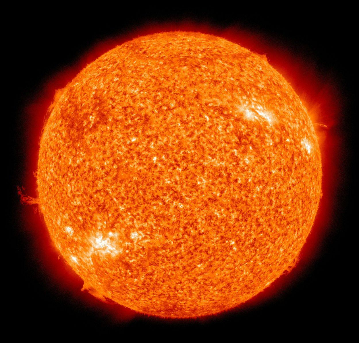 Почему солнце горячее