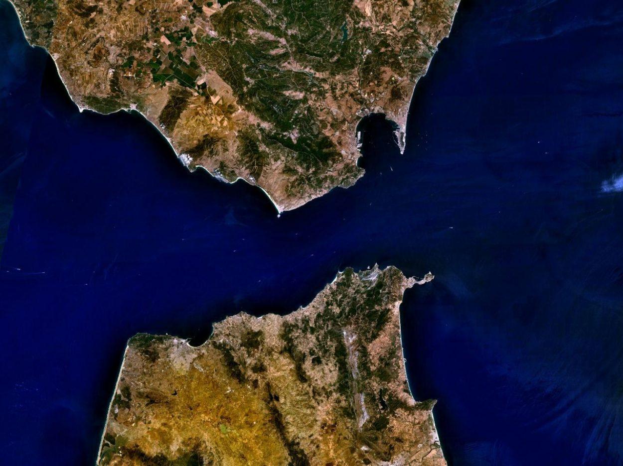 Почему невозможно построить мост изЕвропы вАфрику через Гибралтарский пролив?
