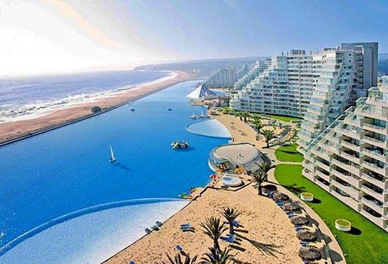 Длина самого большого бассейна в мире — 1 км