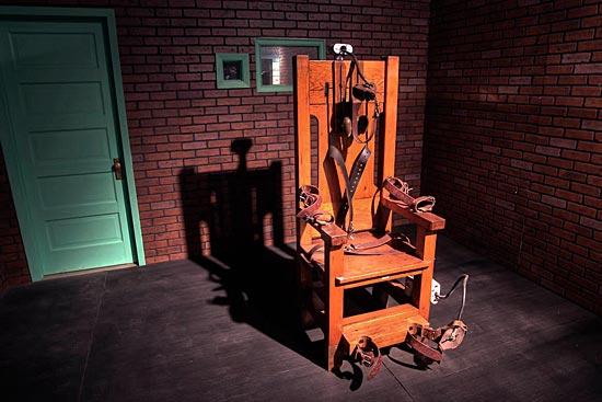 7 ноября 2010 года была проведена онлайн-акция «Казнь на электрическом стуле»
