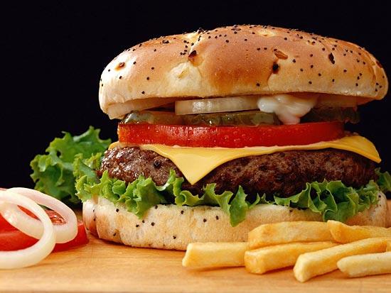 Гамбургеры повреждают мозг