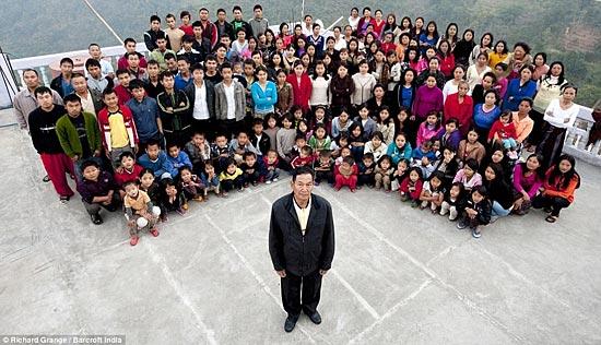 У Циона Хана самая большая в мире семья – 39 жен, 94 ребёнка и 33 внука