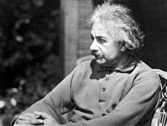 Теорию относительности первым вывел не Эйнштейн, а Галилей
