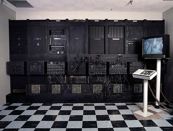 Первый в мире программируемый электронный компьютер весил 30 тонн и состоял из 18 тысяч электронных ламп