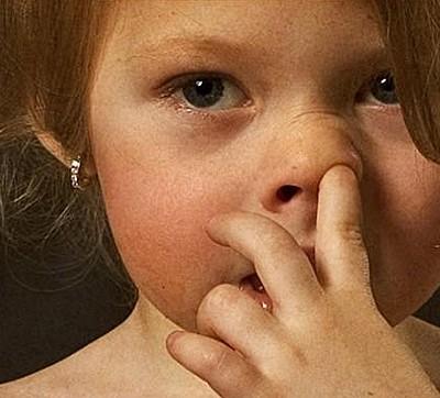 Учёные до сих пор не знают, почему люди смущаются, смеются, целуются и чешут в носу