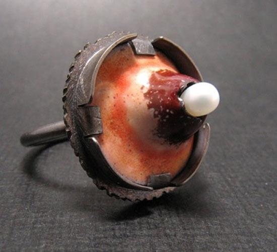 Самое отвратительное ювелирное изделие — это кольцо в форме прыща