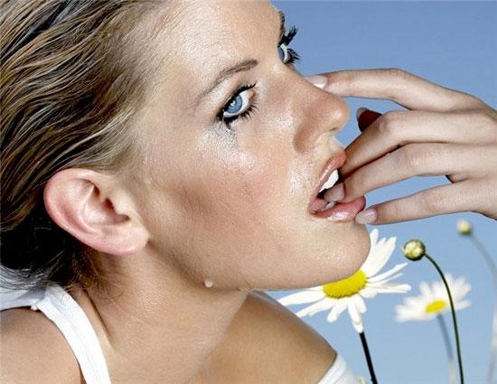 Запах женских слёз снижает половое влечение у мужчин