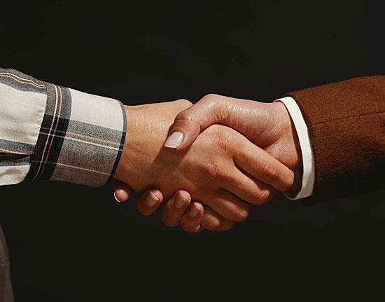 Согласно теории шести рукопожатий, мы все знакомы друг с другом через общих знакомых