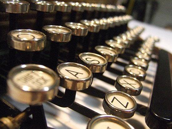 Австралиец Лес Стюарт печатал на машинке 16 лет, чтобы напечатать все слова от 1 до 1000000