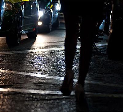В Швеции разрешено заниматься проституцией, но пользоваться услугами проституток — запрещено