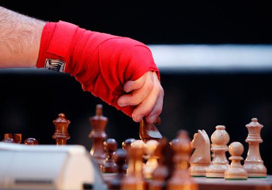 Существует такой вид спорта: шахбокс — комбинация шахмат и бокса