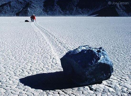 В Долине Смерти (США) камни двигаются необъяснимым образом