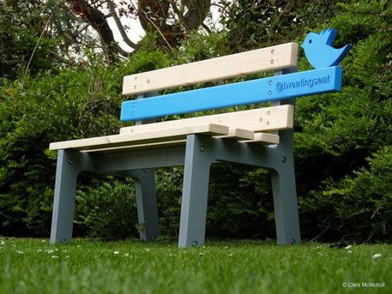 В парке города Данди (Шотландия) есть скамейка-Твиттер