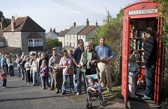Самая маленькая библиотека в мире расположена в телефонной будке
