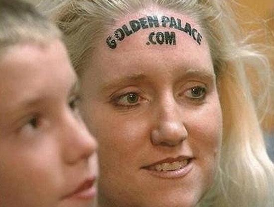 Кари Смит была первой женщиной, продавшей свой лоб в качестве рекламного носителя