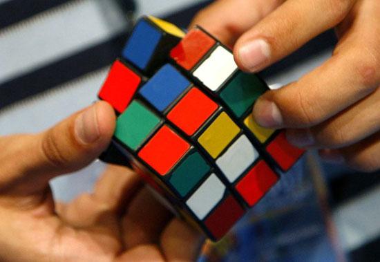 Кубик Рубика имеет 43252003274489856000 возможных конфигураций