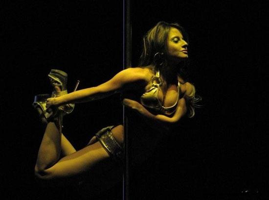 Девушка танцует стриптіз фото 274-864