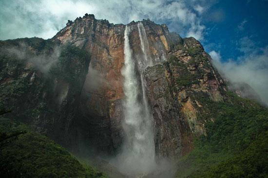 Самый высокий в мире водопад течёт с «Горы дьявола»