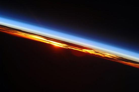 Астронавты с МКС видят 15 закатов и рассветов в сутки