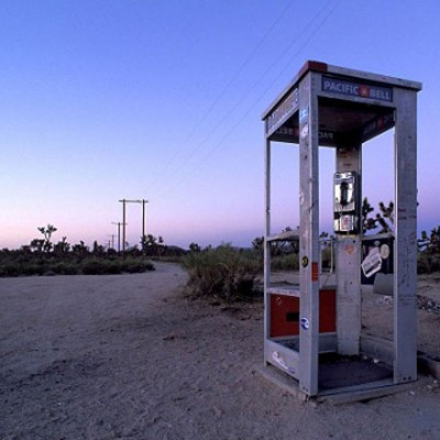 Самая одинокая телефонная будка в мире была установлена в пустыне