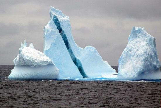 Айсберги бывают полосатыми