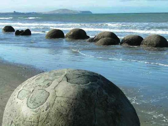 По всей Земле встречаются идеально круглые каменные или железные шары неизвестного происхождения
