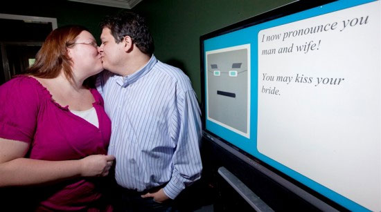 Компьютер по имени «Преподобный Бит» поженил пару, познакомившуюся в соцсети
