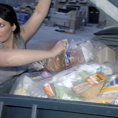 Фриганизм — это антиглобалистское движение, участники которого питаются объедками из мусорных баков