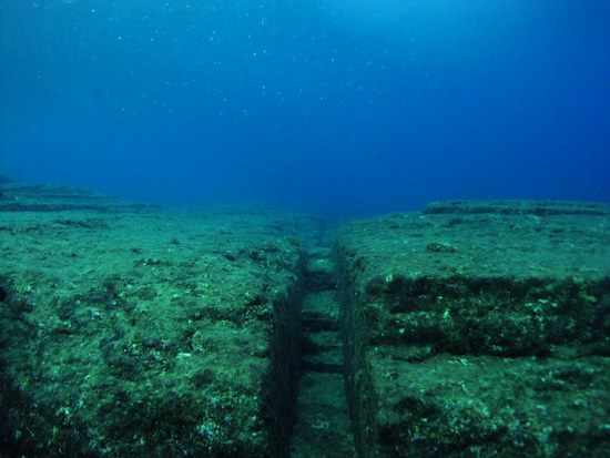 На морском дне возле острова Йонагуни есть храмовый комплекс