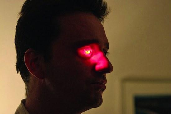 У канадского режиссёра Роба Спенса в правой глазнице установлена видеокамера