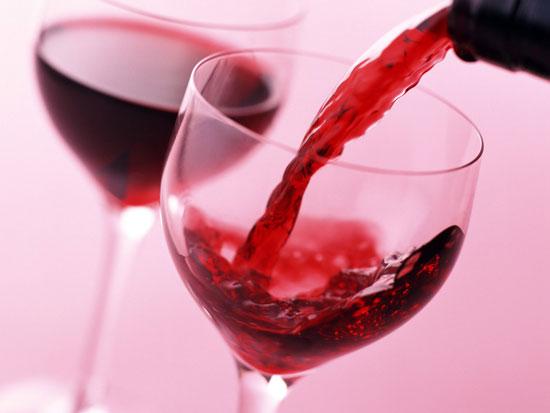 Употребление вина защищает кожу от солнечных ожогов