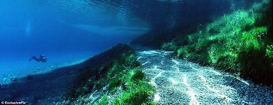 В Австрии есть парк, который полгода находится на суше, полгода — на дне озера