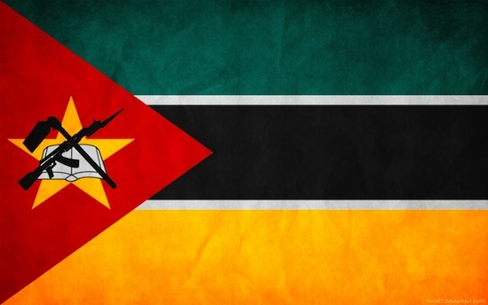 На государственном флаге Мозамбика изображён автомат Калашникова