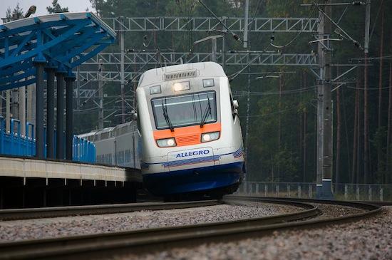 В некоторых странах ходят поезда с наклоняющимися при поворотах вагонами