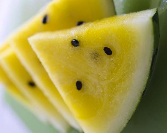Арбуз внутри желтого цвета