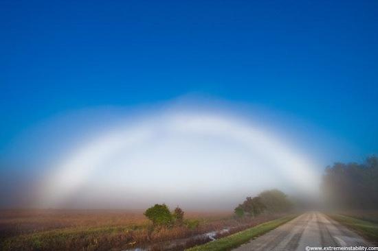 Существует туманная радуга — блестящая белая дуга