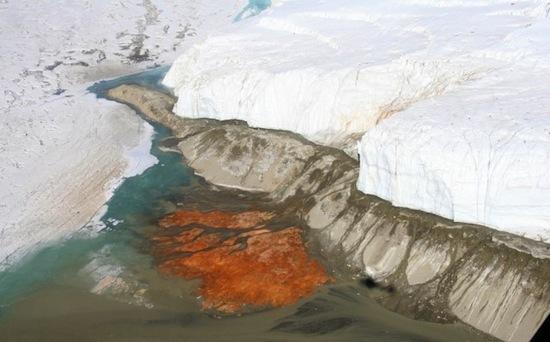 В Антарктиде есть Кровавый водопад