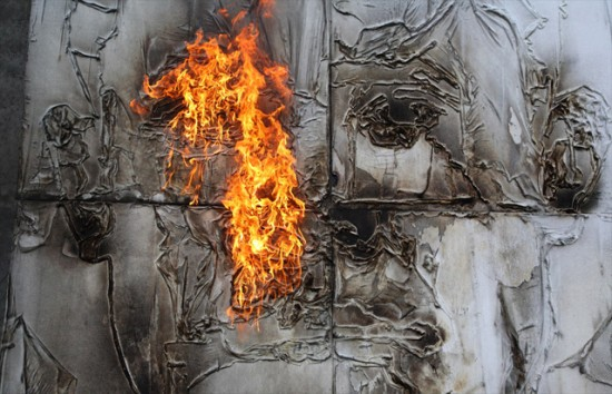 Художник из Екатеринбурга рисует картины Коктейлем Молотова