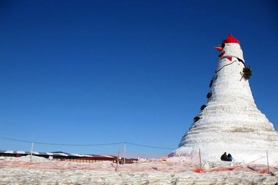 «Olympia SnowWoman» — самый большой снеговик в мире